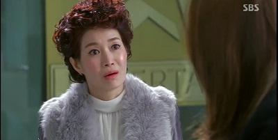 Gambar adegan Yang Mi-yeon, ibu Cheon Song-yi yang matre