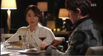 Gambar adegan Yoo Se-mi, yang mencintai Hwi-kyung dan iri pada sahabatnya, Song-yi