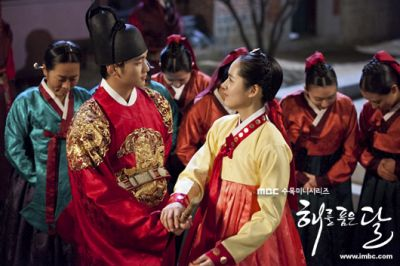 Foto adegan Moon Embracing the Sun 3