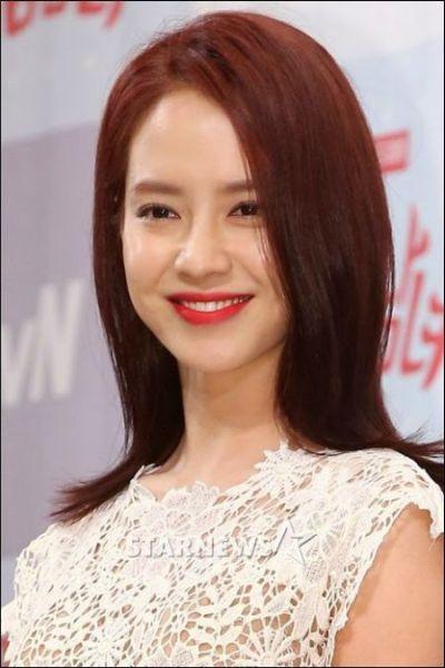 Foto aktris Korea Song Ji-hyo 17