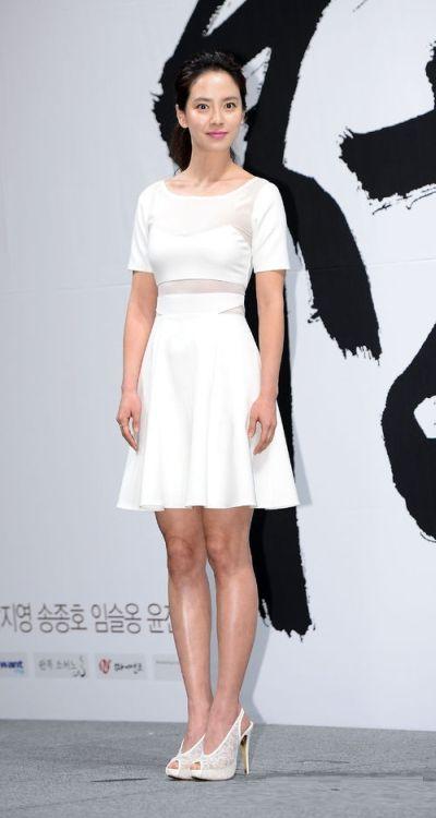 Foto aktris Korea Song Ji-hyo 38