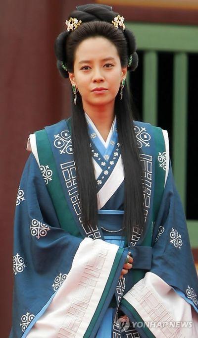Foto aktris Korea Song Ji-hyo 41