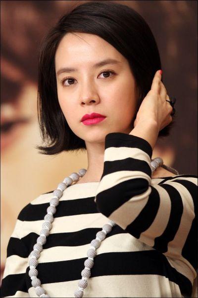 Foto aktris Korea Song Ji-hyo 42