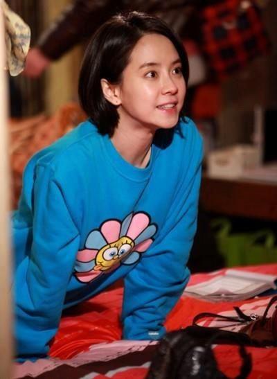 Foto aktris Korea Song Ji-hyo 44