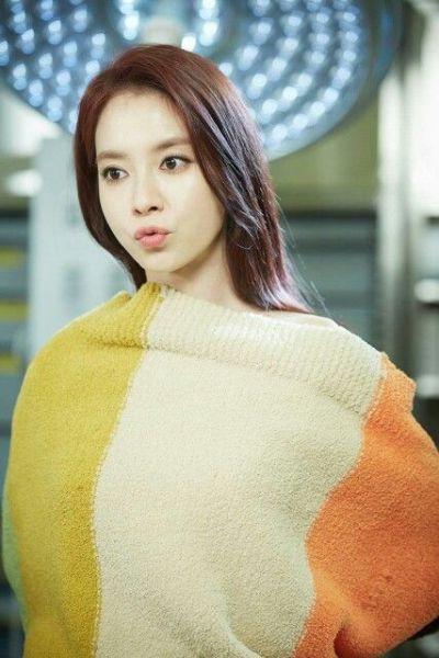 Foto aktris Korea Song Ji-hyo 49