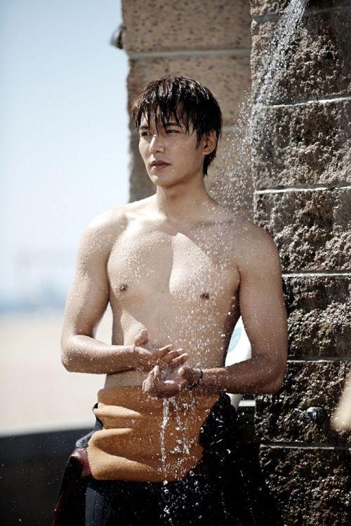Foto Lee Min Ho dalam berbagai gaya 14