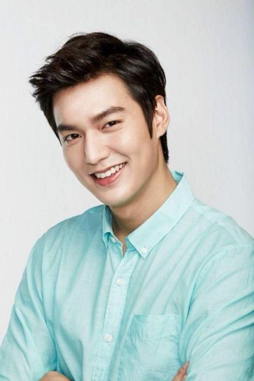 Foto Lee Min Ho dalam berbagai gaya 16