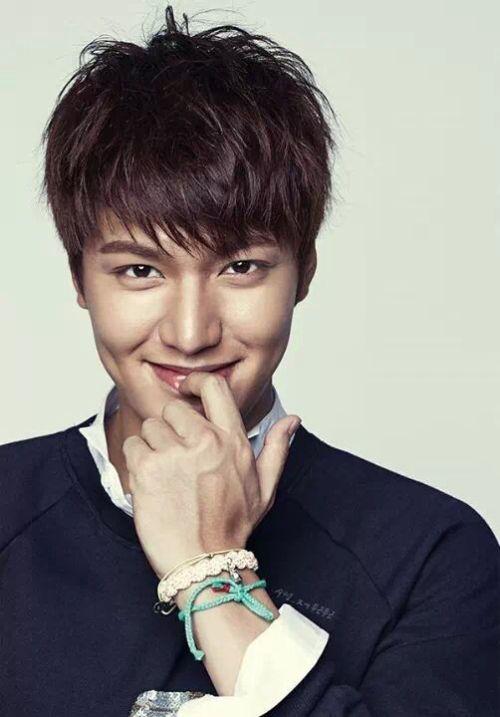Foto Lee Min Ho dalam berbagai gaya 18