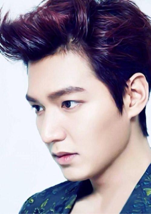 Foto Lee Min Ho dalam berbagai gaya 19