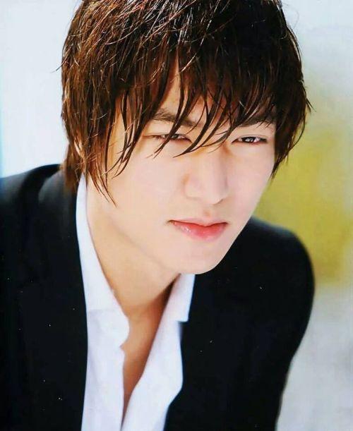 Foto Lee Min Ho dalam berbagai gaya 21