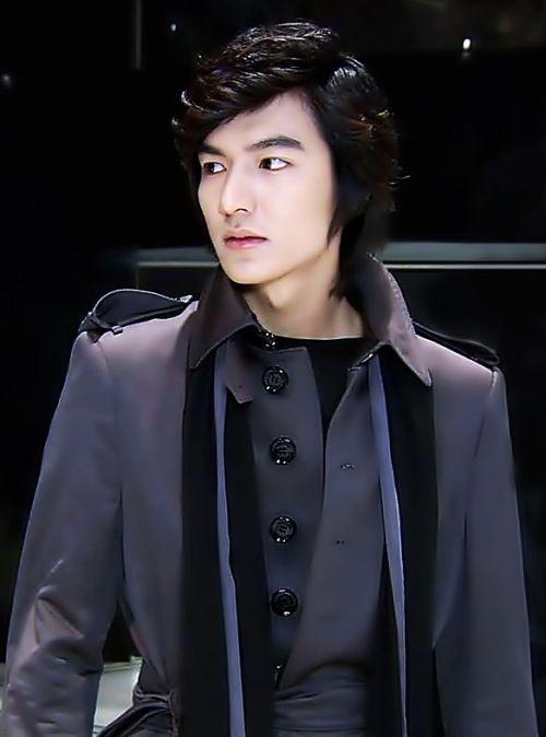 Foto Lee Min Ho dalam berbagai gaya 25