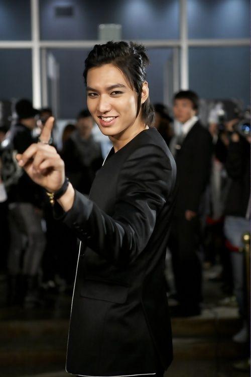 Foto Lee Min Ho dalam berbagai gaya 28
