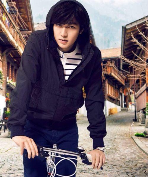 Foto Lee Min Ho dalam berbagai gaya 29