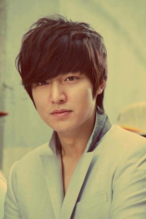 Foto Lee Min Ho dalam berbagai gaya 36