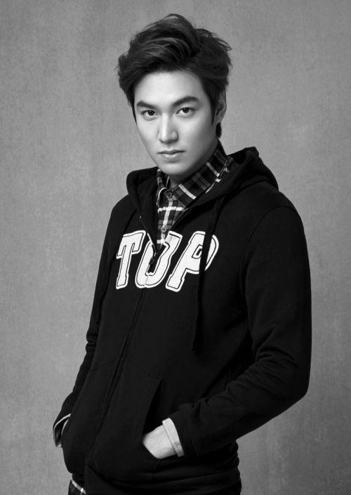 Foto Lee Min Ho dalam berbagai gaya 38