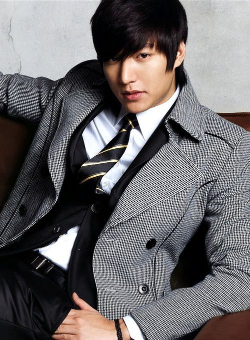 Foto Lee Min Ho dalam berbagai gaya 43