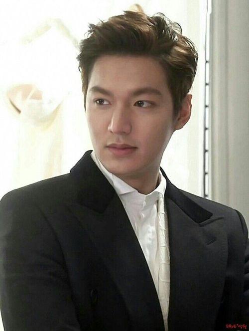 Foto Lee Min Ho dalam berbagai gaya 46