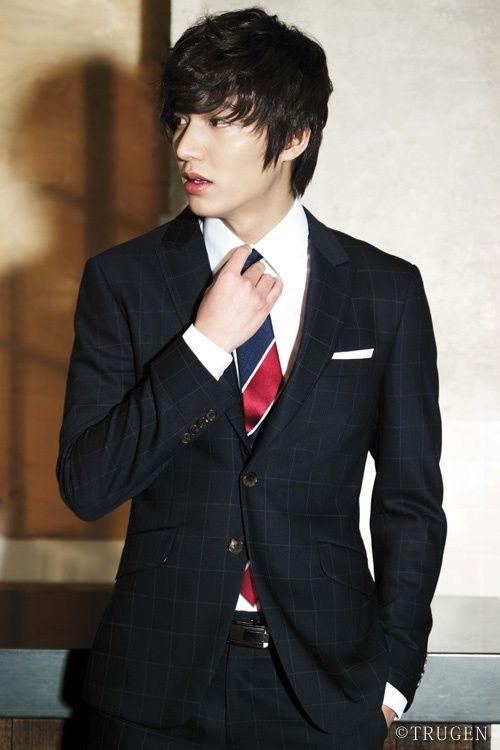 Foto Lee Min Ho dalam berbagai gaya 5