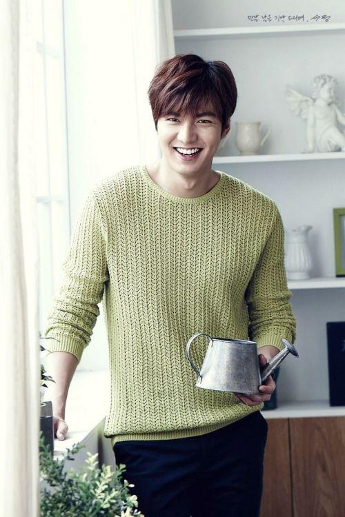Foto Lee Min Ho dalam berbagai gaya 6