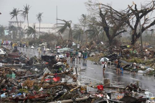 Gambar topan Filipina