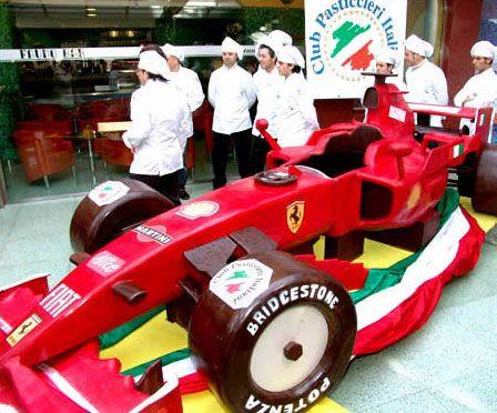 Mobil F1 dari cokelat
