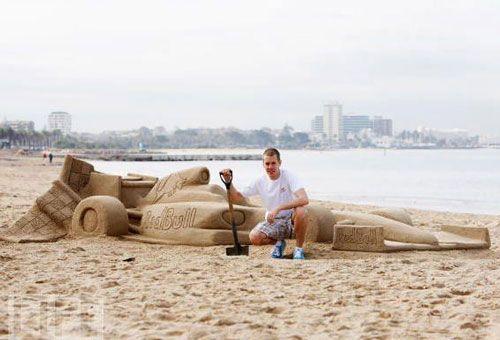 Mobil F1 dari pasir