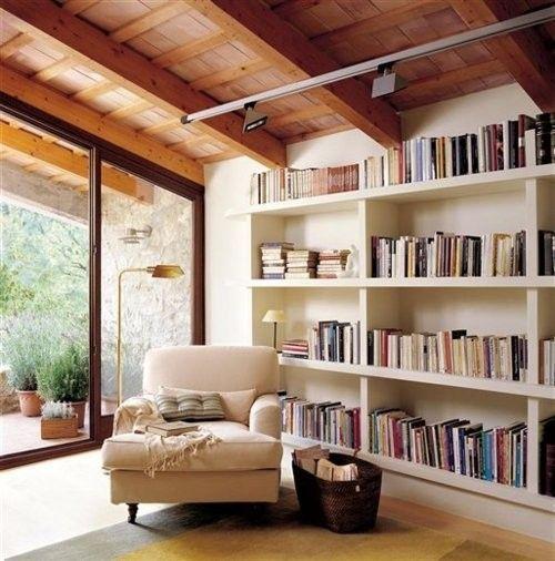 Perpustakaan kecil di sudut rumah 14