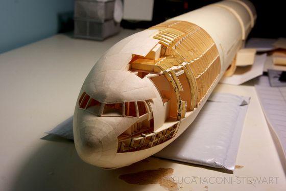 Pesawat kertas unik 9