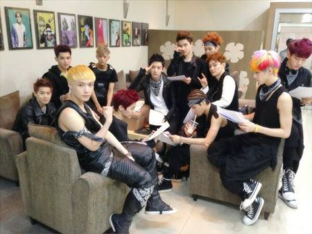 EXO di balik panggung