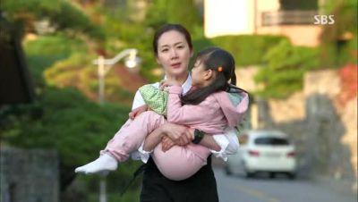 Foto adegan drama Suspicious Housekeeper 4