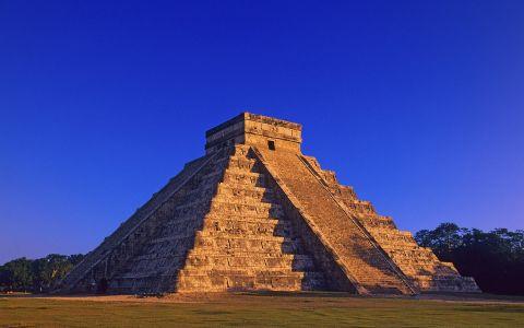 Foto Piramida Suku Maya