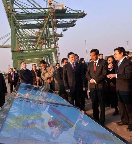 Jokowi Bangun Pelabuhan