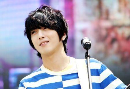Penyanyi Jung Yong-hwa