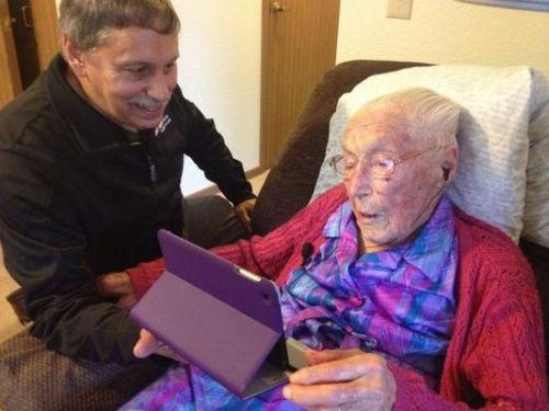 Anna Stoehr Facebooker Tertua di Dunia