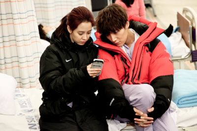 Foto Adegan Drama Emergency Couple 12