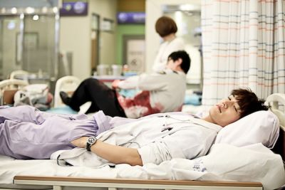Foto Adegan Drama Emergency Couple 13