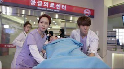Foto Adegan Drama Emergency Couple 28