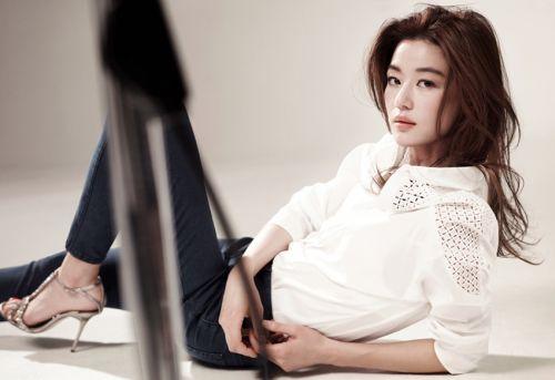 Foto Jun Ji-hyun cantik