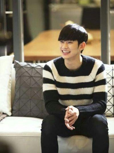 Foto keren Kim Soo-hyun 1