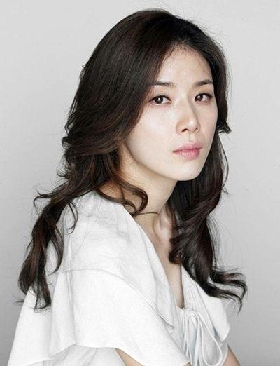 Foto Lee Bo-young Aktris Korea yang Cantik 5