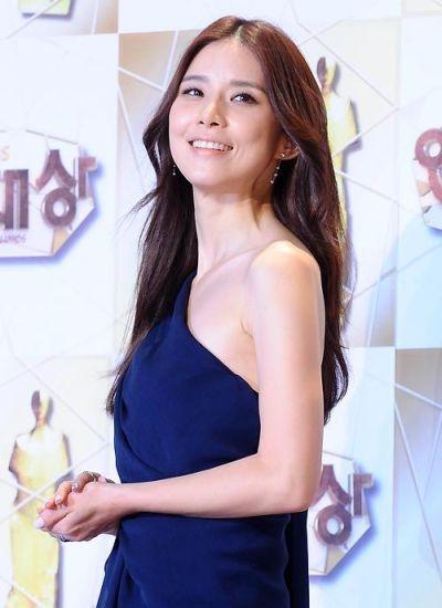 Foto Lee Bo-young Aktris Korea yang Cantik 6