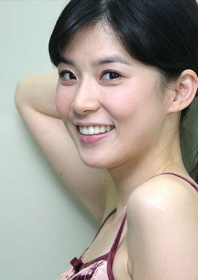 Foto Lee Bo-young Aktris Korea yang Cantik 7