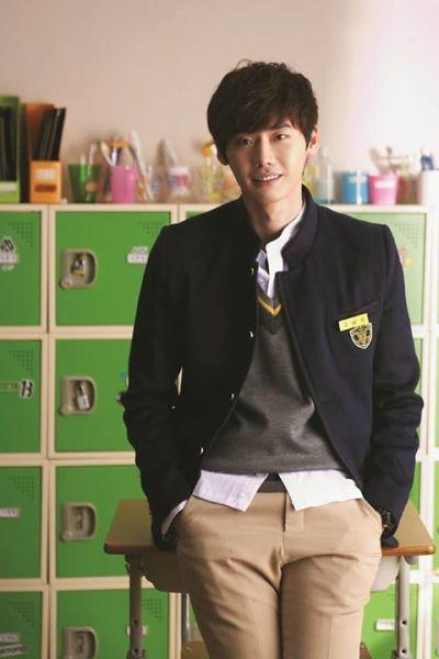 Foto Lee Jong-suk Aktor Ganteng dan Keren 21