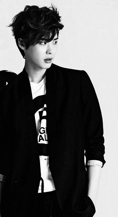 Foto Lee Jong-suk Aktor Ganteng dan Keren 22