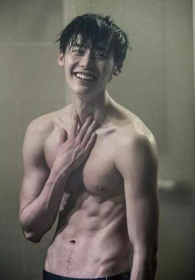Foto Lee Jong-suk Aktor Ganteng dan Keren 28