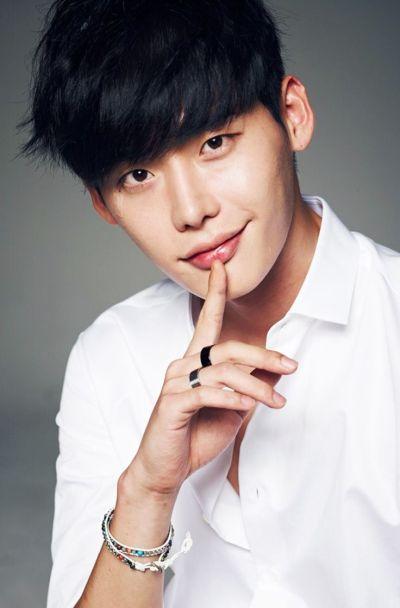 Foto Lee Jong-suk Aktor Ganteng dan Keren 30