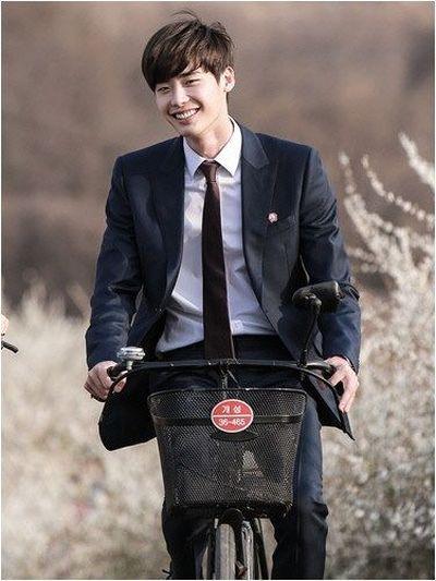Foto Lee Jong-suk Aktor Ganteng dan Keren 37