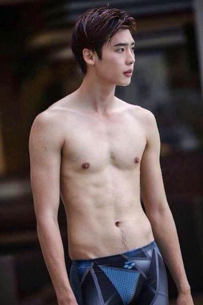 Foto Lee Jong-suk Aktor Ganteng dan Keren 39