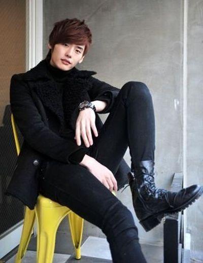 Foto Lee Jong-suk Aktor Ganteng dan Keren 41
