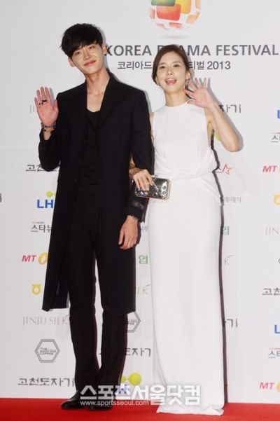 Foto Mesra Lee Jong-suk dan Lee Bo-young 9